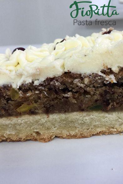 Итальянский пирог с цукатами и орехами